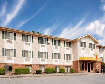 Super 8 by Wyndham Fayetteville - Fayetteville - Building