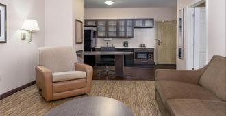 Candlewood Suites Athens, an IHG Hotel - Athens - Makuuhuone