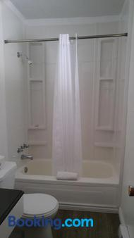 Tulip Inn - Huntsville - Bathroom