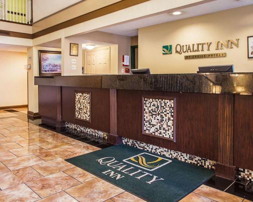 Quality Inn Airport - St. Louis - Lễ tân