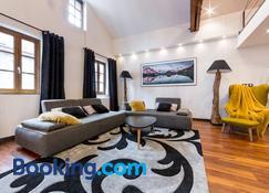 Les suites sainte claire - Annecy - Living room