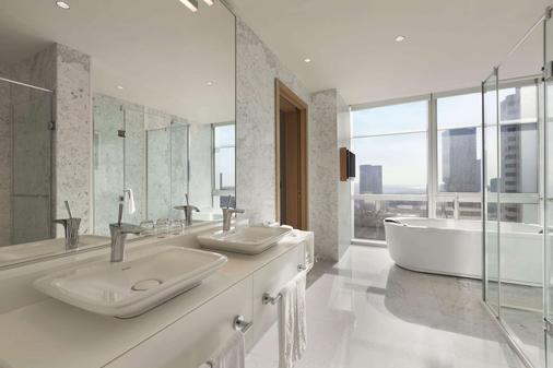 Wyndham Grand Istanbul Levent - Istanbul - Bathroom
