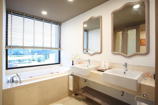 Proud Phuket - Sakhu - Bathroom
