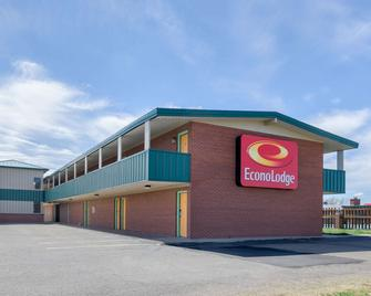 Econo Lodge - WaKeeney - Edificio