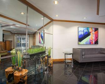 Baymont by Wyndham Jefferson City - Jefferson City - Lobby