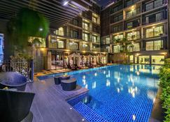 بلاي برايم هوتل رايونج - رايونغ - حوض السباحة