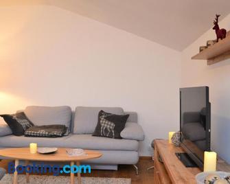 Ferienwohnung mit Seeblick, Unterach am Attersse - Unterach - Living room