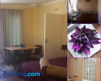 Amberlight Self Catering Accommodation - Krugersdorp - Bedroom