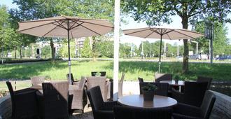 Bastion Hotel Leiden Voorschoten - Leiden - Patio