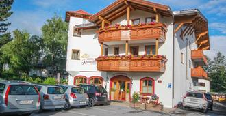 Hotel Sonnenhof - Bed & Breakfast & Appartements - Innsbruck - Byggnad