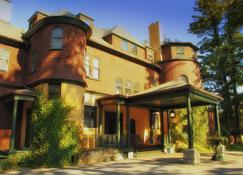 The Brewster Inn - Cazenovia - Building