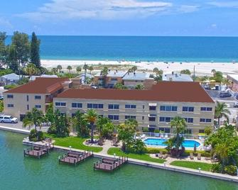 Westwinds Waterfront Resort - Treasure Island - Building