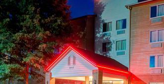 Red Roof Inn Plus+ Raleigh Ncsu - Convention Center - ראליי - בניין