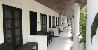 Golden Beach Inn - Trincomalee - Patio