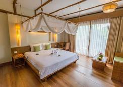 Metadee Resort And Villas - Karon - Bedroom