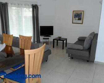 Residence de Tourisme Le Clos Des Vendanges - Moriani-Plage - Living room