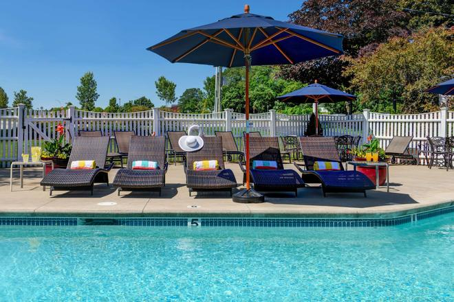 Port Inn and Suites Portsmouth Ascend Hotel Collection - Portsmouth - Πισίνα