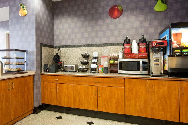 Microtel Inn & Suites by Wyndham Garland/Dallas - Garland - Buffet