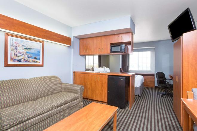 Microtel Inn & Suites by Wyndham Garland/Dallas - Garland - Olohuone