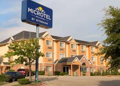 Microtel Inn & Suites by Wyndham Garland/Dallas - Garland - Edificio