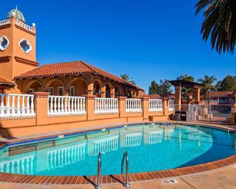 SFO Airport Hotel, El Rancho Inn Signature Collection - Millbrae - Басейн