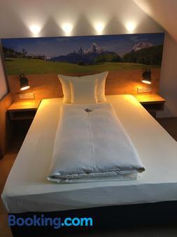 Parkhotel Leiser - Planegg - Bedroom