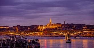 Boat Hotel Fortuna - Budapest - Attractions