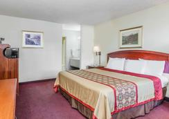 Super 8 by Wyndham Bakersfield/Central - Bakersfield - Bedroom