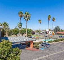Super 8 by Wyndham Bakersfield/Central