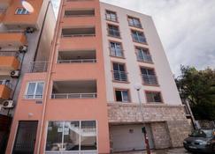 Apartments Mitende - Budva - Building