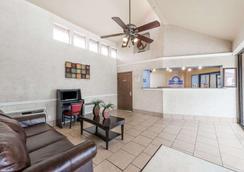 Days Inn By Wyndham San Antonio Splashtown/Att Center - Σαν Αντόνιο - Σαλόνι ξενοδοχείου