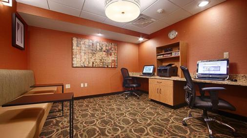Best Western Plus West Akron Inn & Suites - Акрон - Бизнес-центр