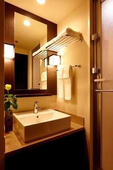 Red Roof PLUS+ Osaka - Namba - Osaka - Bathroom
