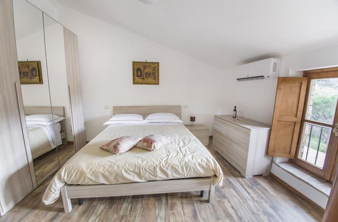 B&B Locanda Cistercense - Tobia - Bedroom