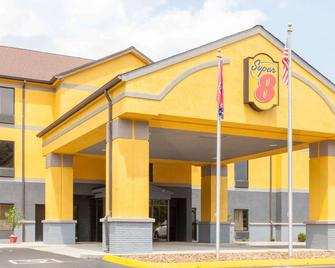 Super 8 by Wyndham Crossville TN - Crossville - Building
