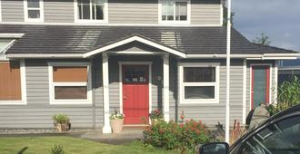 Money Pennies Bed and Breakfast - Campbell River