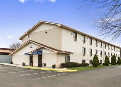 Travelodge by Wyndham Battle Creek - Battle Creek - Building