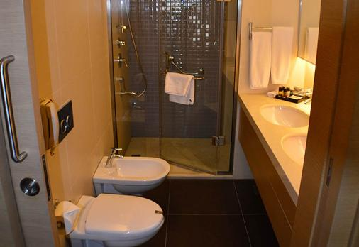 Saifi Suites - Beirut - Bathroom