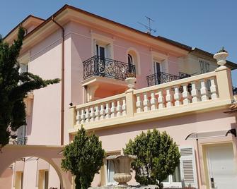 Hotel Le Vauban - Villefranche-sur-Mer - Building