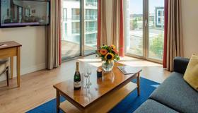 Premier Suites Dublin Sandyford - Dublin - Living room