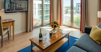 Premier Suites Dublin Sandyford - דבלין - סלון