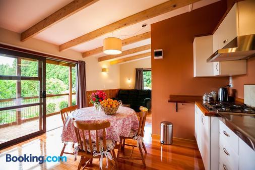 Relax a Lodge - Kerikeri - Dining room
