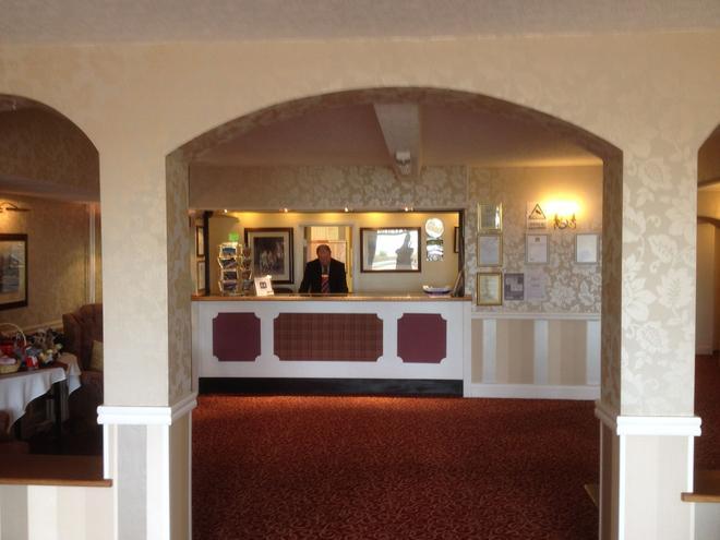 Monarch Hotel - Bridlington - Front desk