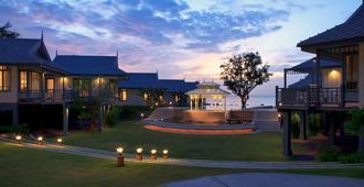 Devasom Hua Hin Resort - צ'א-אם