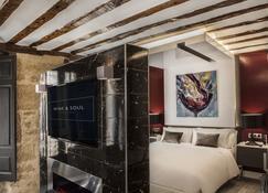 紅酒和靈魂套房飯店 - 哈羅 - 臥室