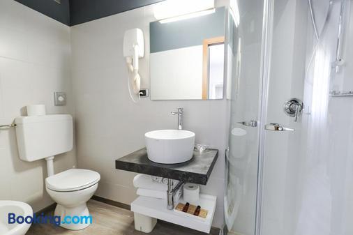Hotel Villa Alberta - Torbole - Phòng tắm