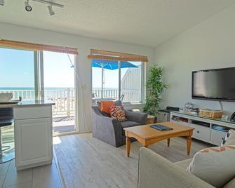 Sea Crest Resort - Amagansett - Living room