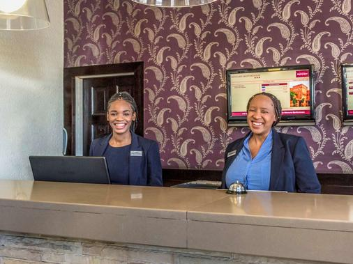 Mercure Johannesburg Bedfordview Hotel - Johannesburg - Front desk