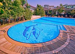 凱旋酒店 - 曼德勒 - 曼德勒 - 游泳池