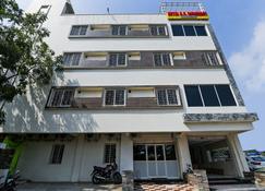 Oyo 26723 Rb Residency - Виджаявада - Здание